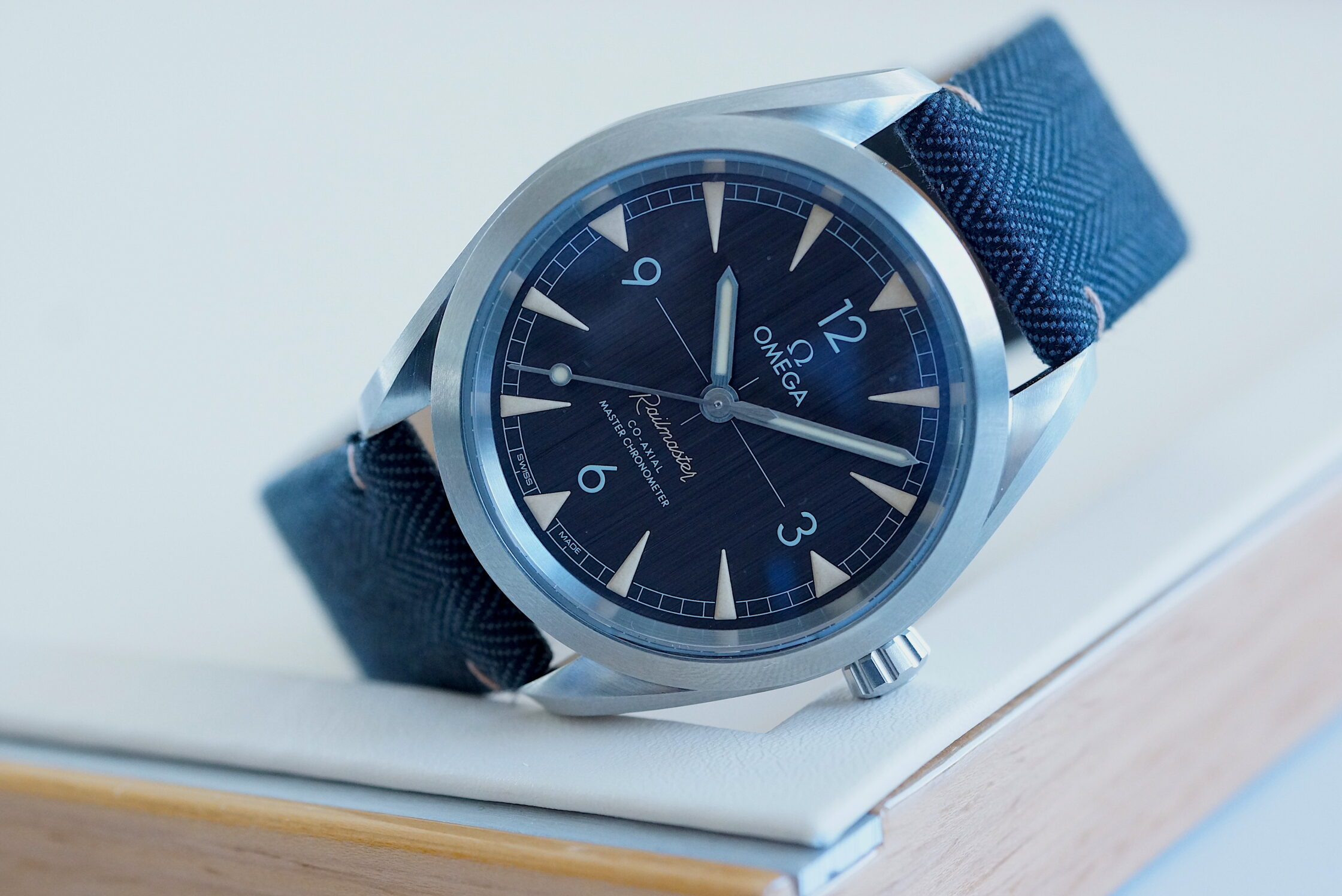 "Omega Seamaster Aqua Terra Co-Axial Master Chronometer ""Railmaster"""