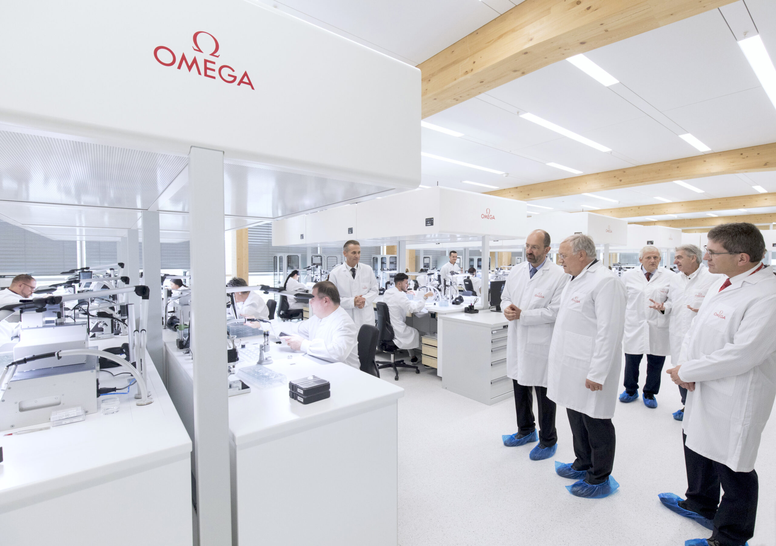 CEO of Swatch Group, Mr. Nick Hayek, the Head of the Federal Department of Economic Affairs, Education & Research (EAER), Mr. Johann N. Schneider-Ammann, the President and CEO of Omega, Raynald Aeschlimann and the Japanese architect, Shigeru Ban visiting the new factory
