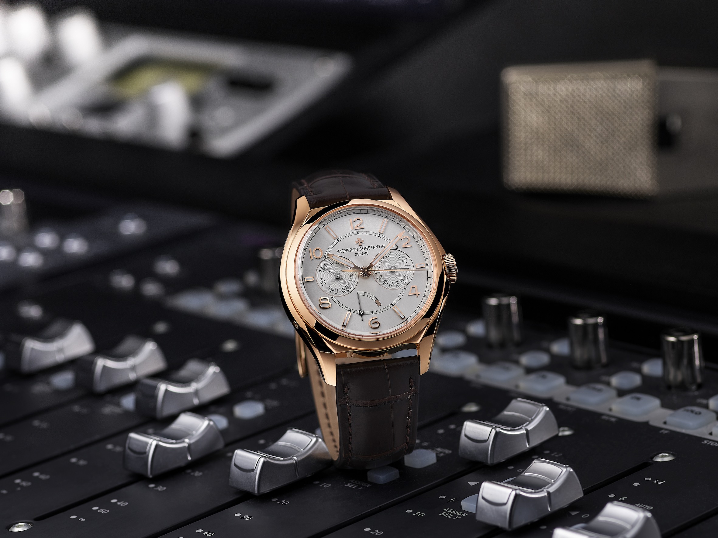 Vacheron Constantin FIFTYSIX day-date with power-reserve indicator. The day-date FIFTYSIX with its 40 mm-diameter case in steel or 18 carats 5N pink gold provides additional functions