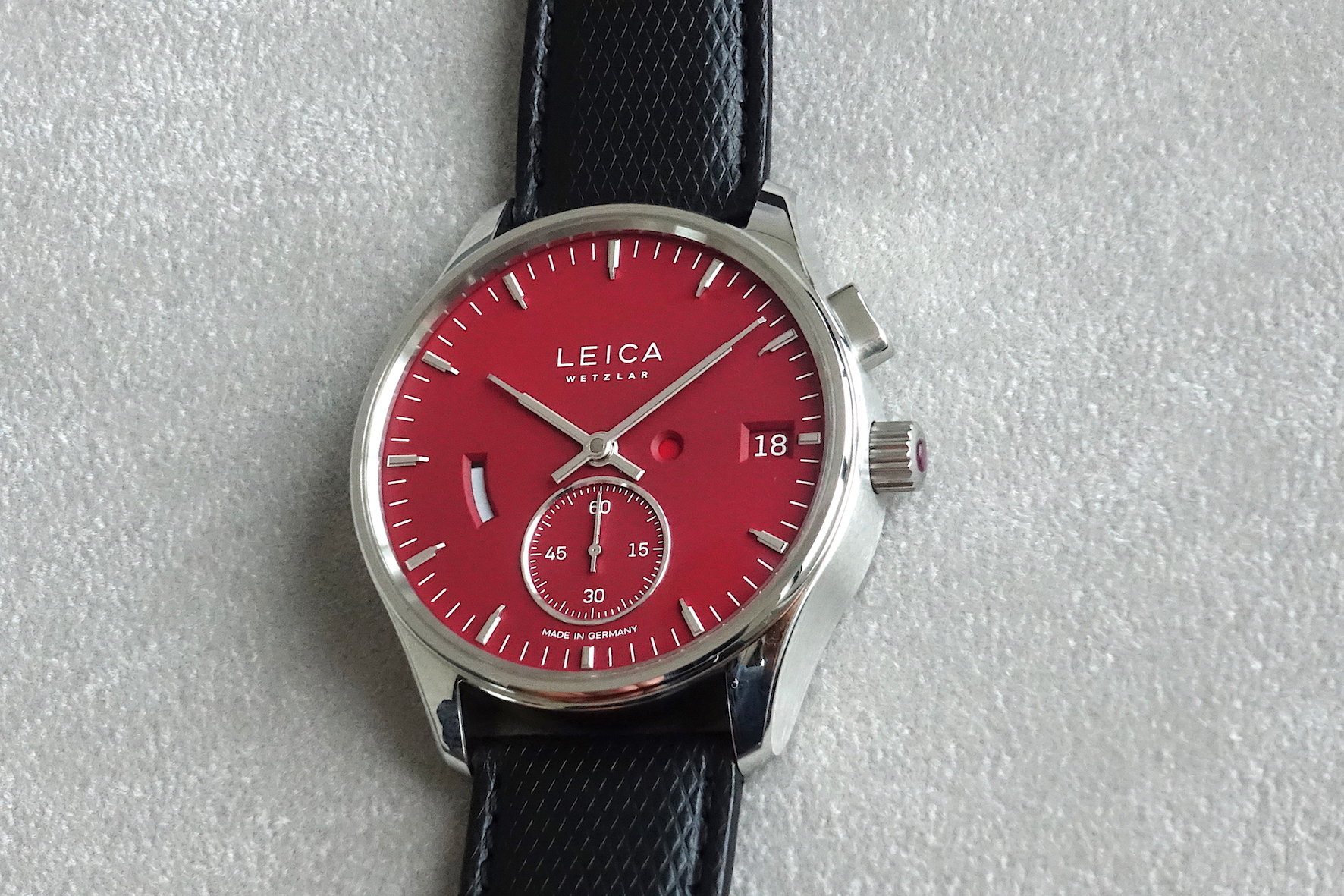 Leica L1 red when the Zero-Reset is activated (little red dot on the dial)