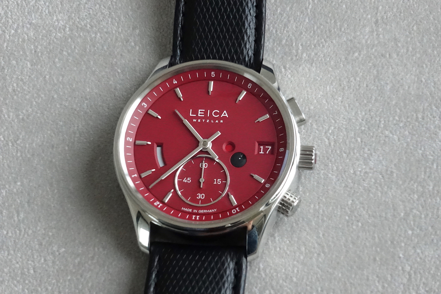 Leica L2 red when the Zero-Reset is activated (little red dot on the dial)